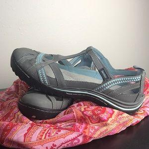 EUC Jambu shoes size 9.5 memory foam comfortable